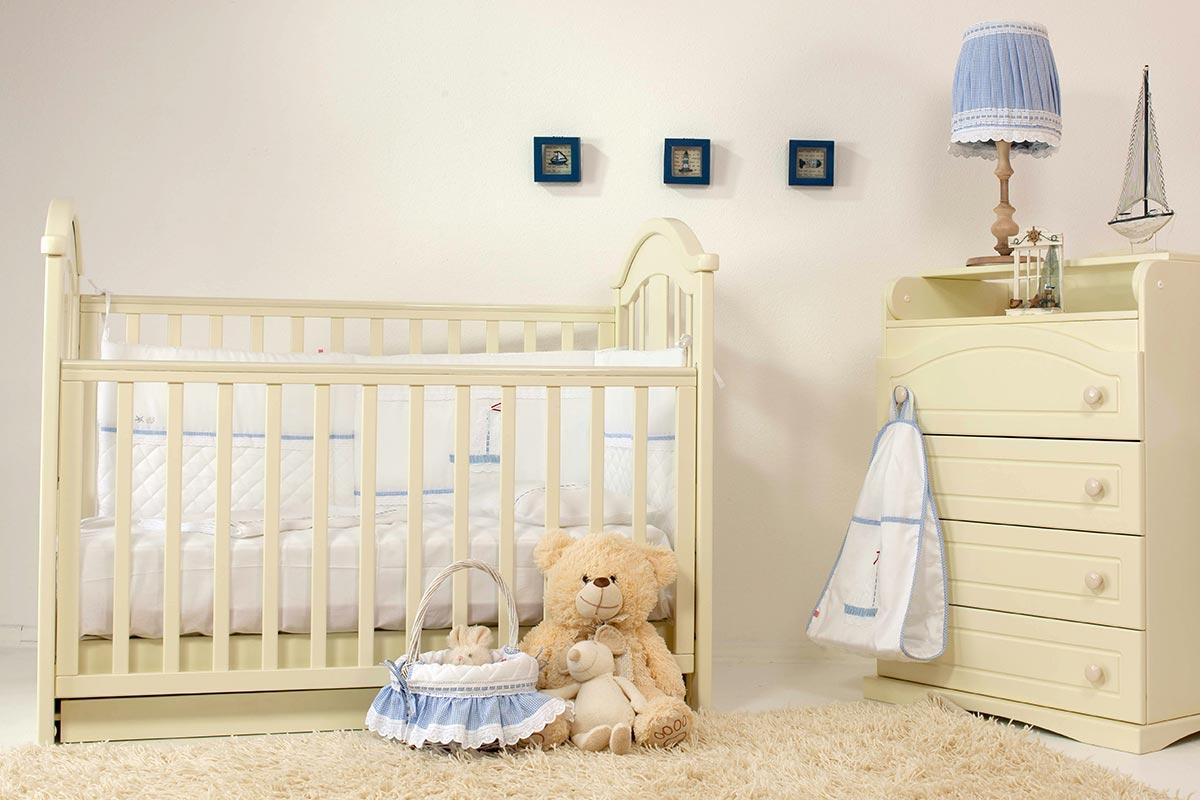 Neutrale Gestaltungsideen für ein Babyzimmer in Weiß