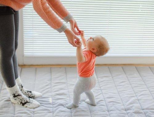 Die Aufsteh- und Hinfall Phase bei unserem süßen Baby
