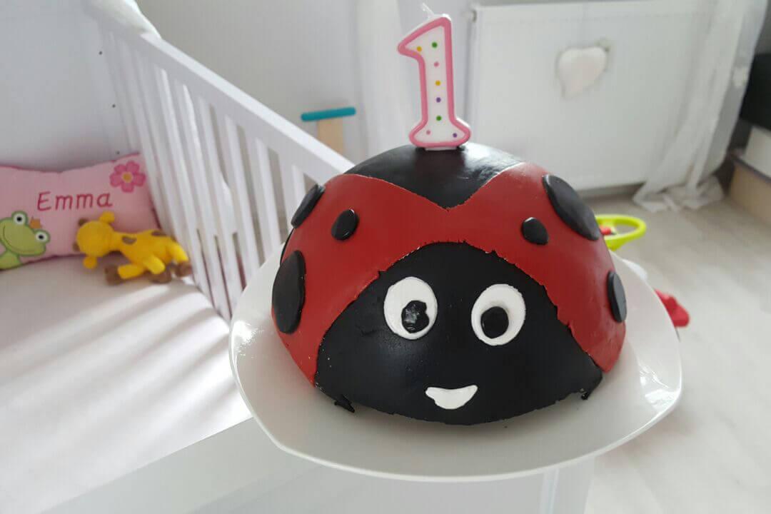 Eine Marienkäfertorte zu Emmas ersten Geburtstag