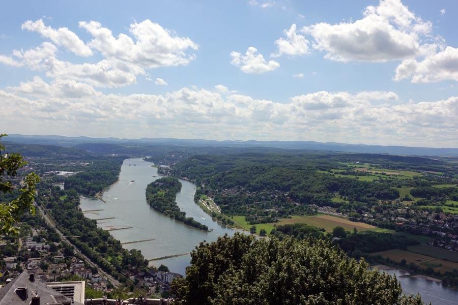 Ausblick vom Drachenfels auf den Rhein
