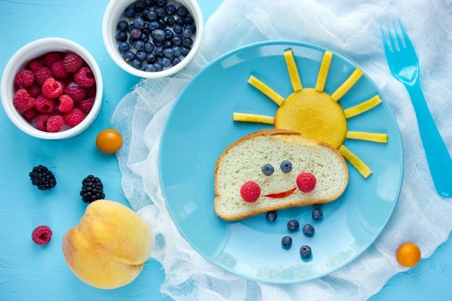 Essen für euer Kind süß und verspielt anrichten: Brot mit Sonne
