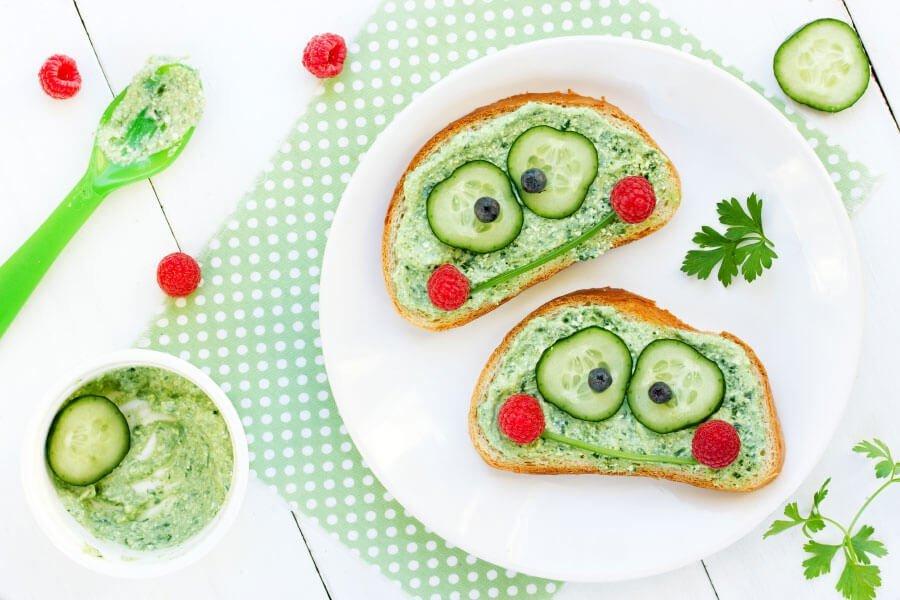 Essen für euer Kind süß und verspielt anrichten: Brot mit Gurken