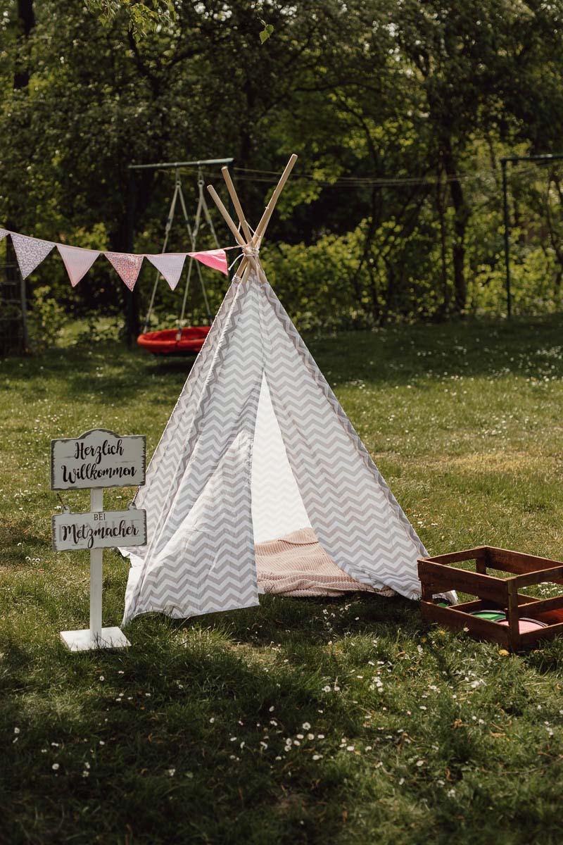 Ideen für einen DIY Outdoor Kindergeburtstag: Zelt zum verstecken