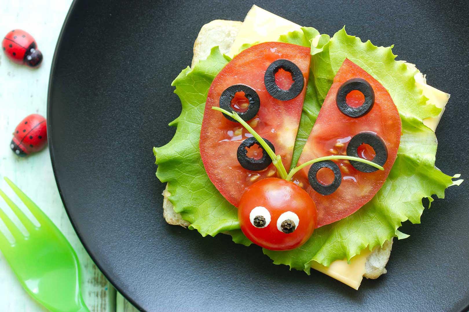 Tomatenmarienkäfer mit Olivenpunkten