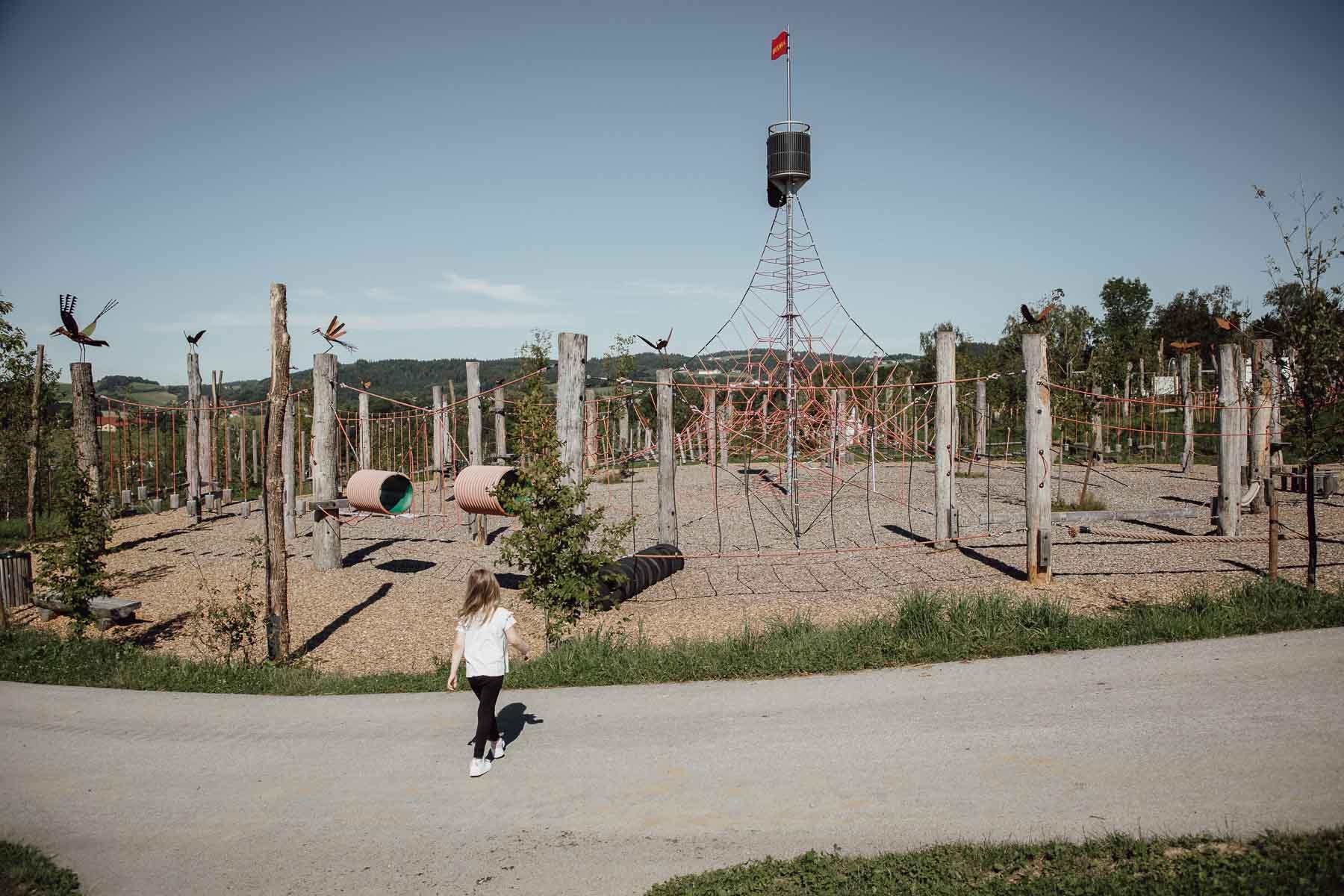 Spielplatz mit Klettermöglichkeiten